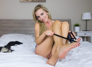Foxies Gold Foot Fetish