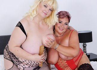 Mature lesbian BBW sex